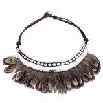 Colar Bird, plumas e prata, da Plata Pura, 325 euros