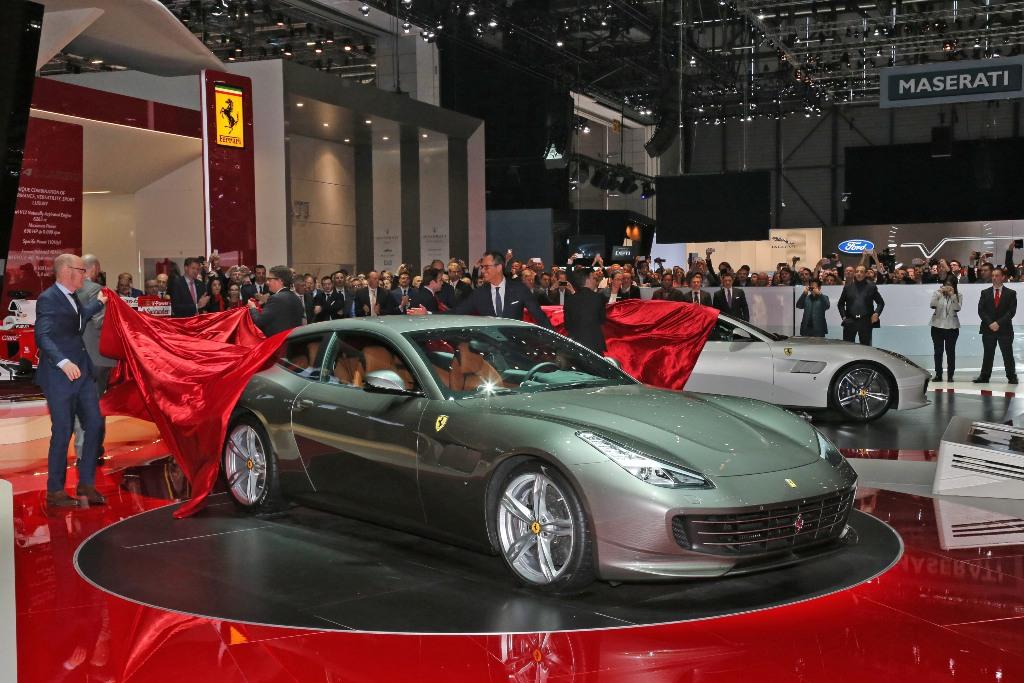 Ferrari GTC4 Lusso substitui FF no Salão de Genebra